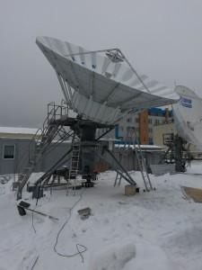 Завершение монтажа антенной системы диаметром 7,6 метра на новой площадке.